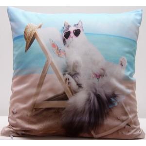Povlak na polštáře béžovo modré barvy s potiskem kočky na lehátku