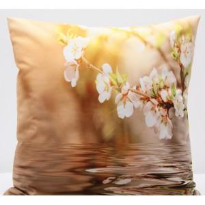 Hnědý povlak na polštář s motivem rozkvetlé větvičky