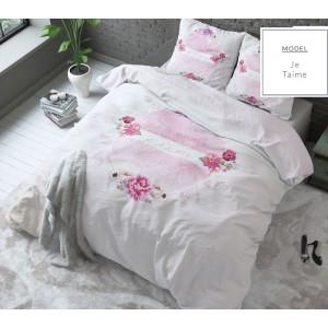 Bílé ložní povlečení s růžovými květy a nápisem