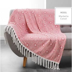 Luxusní teplé deky v červené barvě s ornamenty