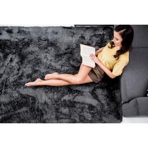 Příjemný tmavě šedý plyšový koberec