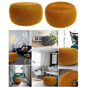 Komfortní pletená taburetka hořčicové barvy