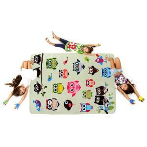Zelený dětský koberec se vzorem soviček
