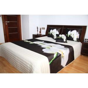 Přehoz na postel krémové barvy s bílou orchidejí
