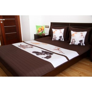 Hnědý přehoz na dětskou postel s koťaty