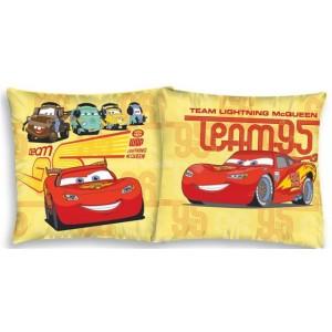 Žlutý povlak na polštář s postavičkami z pohádky The Cars
