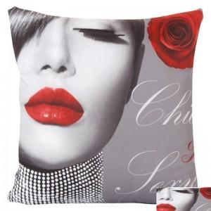Povlak na polštář šedý se ženou s červenými rty