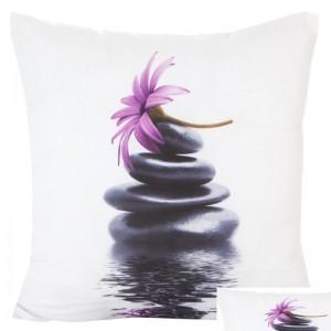 3D bílý povlak na polštář s černými kameny na vodě a květem