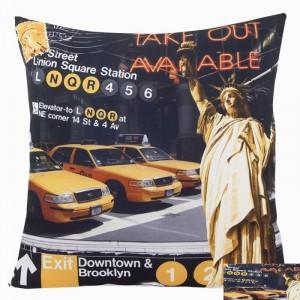 Černo-žlutý povlak na polštář New Yorku se sochou svobody a taxíky