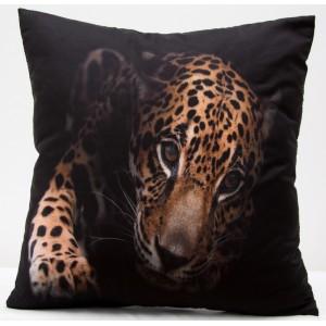 Povlaky na polštáře černé barvy s potiskem leoparda