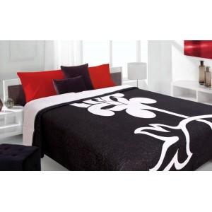 Moderní a luxusní oboustranný přehoz na postel černý s bílým květem