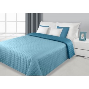 Oboustranné přehozy světle modré barvy na manželskou postel