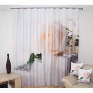 Bílá růže závěsy na okno krémové barvy