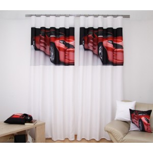 Červené ferrari závěsy bílé barvy na okno