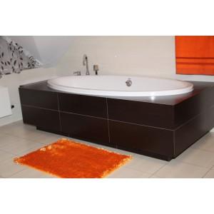 Oranžový koberec do koupelny