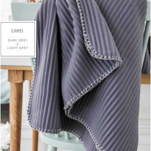 Hebká francouzská deka s páskovým vzorem v šedé barvě