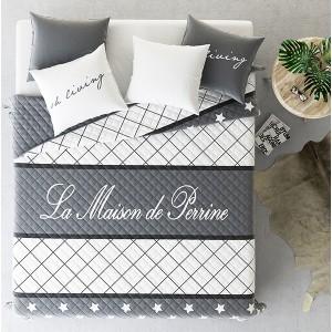 Bílo šedé přikrývky na postel s hvězdičkami