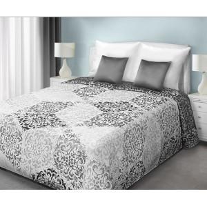 Oboustranný přehoz přes postel v bílo šedé barvě s ornamenty