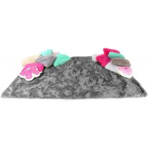 Šedý plyšový koberec