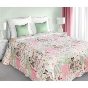 Patchwork přehoz přes postel v bílo růžovo zelené barvě s přírodním vzorem