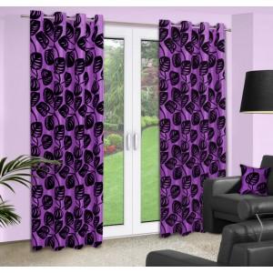 Dekorační závěsy na okno v fialové barvě se vzorem černých listů