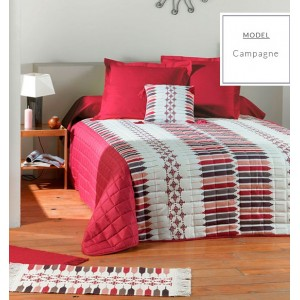 Červené přehozy na postel se vzorem