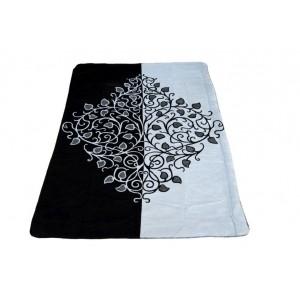 Černé deky s ornamentem