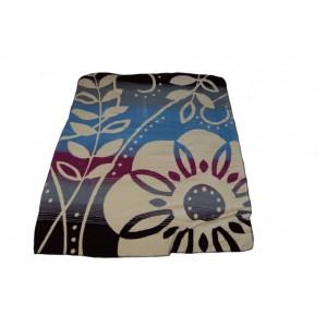 Béžová deka do obývacího pokoje se vzorem