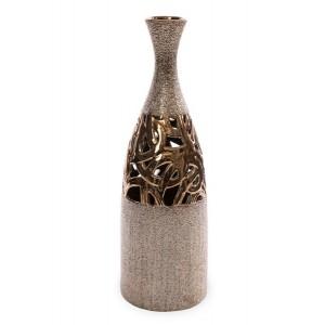 Zlatá dekorativní váza s vyřezávaným ornamentem