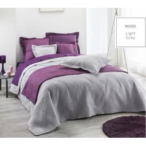 Šedý prošívaný přehoz na postel