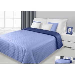 Přehoz na postel světle modré barvy s prošívaným vzorem