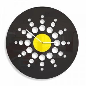 Černé nástěnné hodiny s motivem kruhů