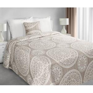 Béžové přehozy na manželskou postel s ornamentem