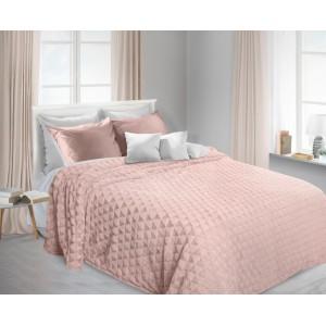 Chlupaté přikrývky a deky růžové barvy na postel