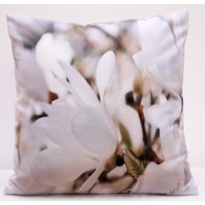 Bílo hnědý povlak na polštář s motivem bílých květů