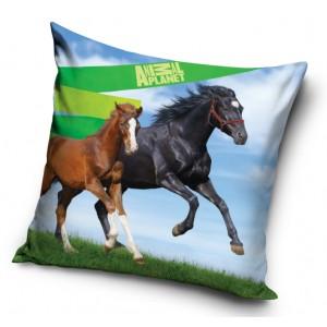 Povlečení na polštáře v zeleně barve s motivem Animal Planet