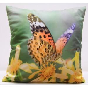 Zelené povlaky na polštář se žlutými květy a barevným motýlem