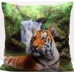 Povlaky na polštáře zelené barvy s potiskem tygra v řece