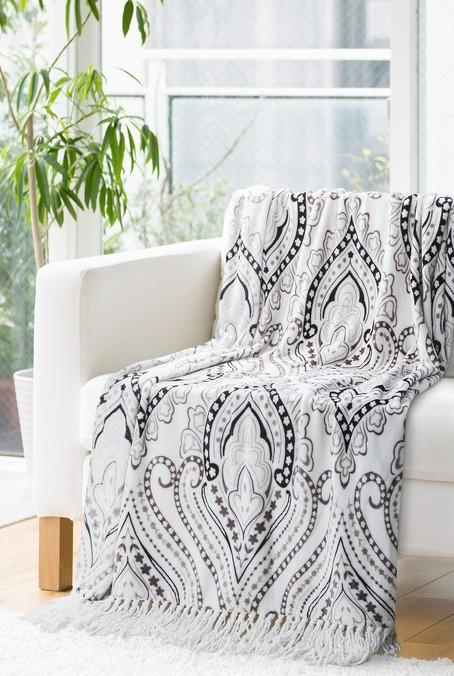 Krémová deka s šedými ornamenty