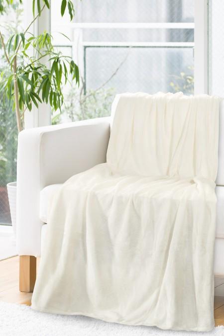 Luxusní deka v krémové barvě