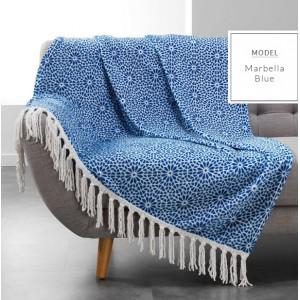 Krásná modrá deka s třásněmi bílé barvy