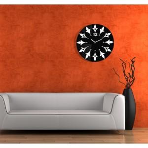Růžové nástěnné hodiny s květinovým motivem