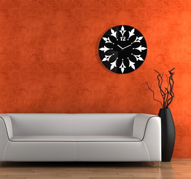 Nástěnné hodiny s květinovým motivem