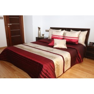 Elegantní přehoz na manželskou postel vínové barvy se zlatými pruhy
