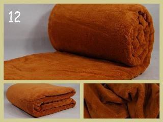 Moderní teplé deky světle hnědé barvy