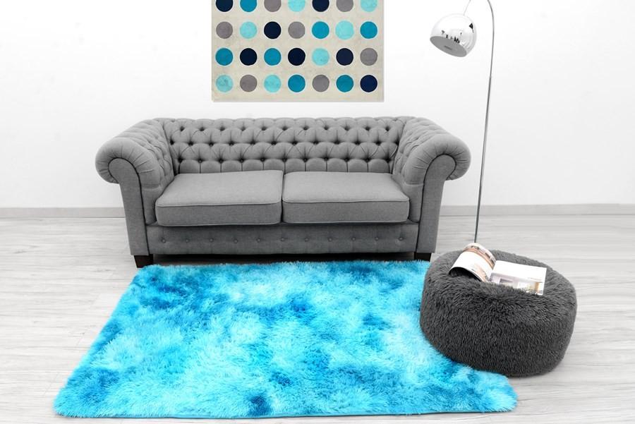 Ombre plyšový koberec modré barvy 120 x 170 cm