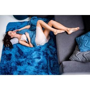 Příjemné plyšové koberce tmavě modré barvy
