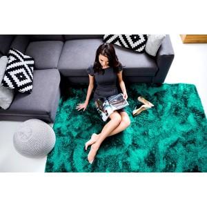 Tmavě zelený hebký plyšový koberec