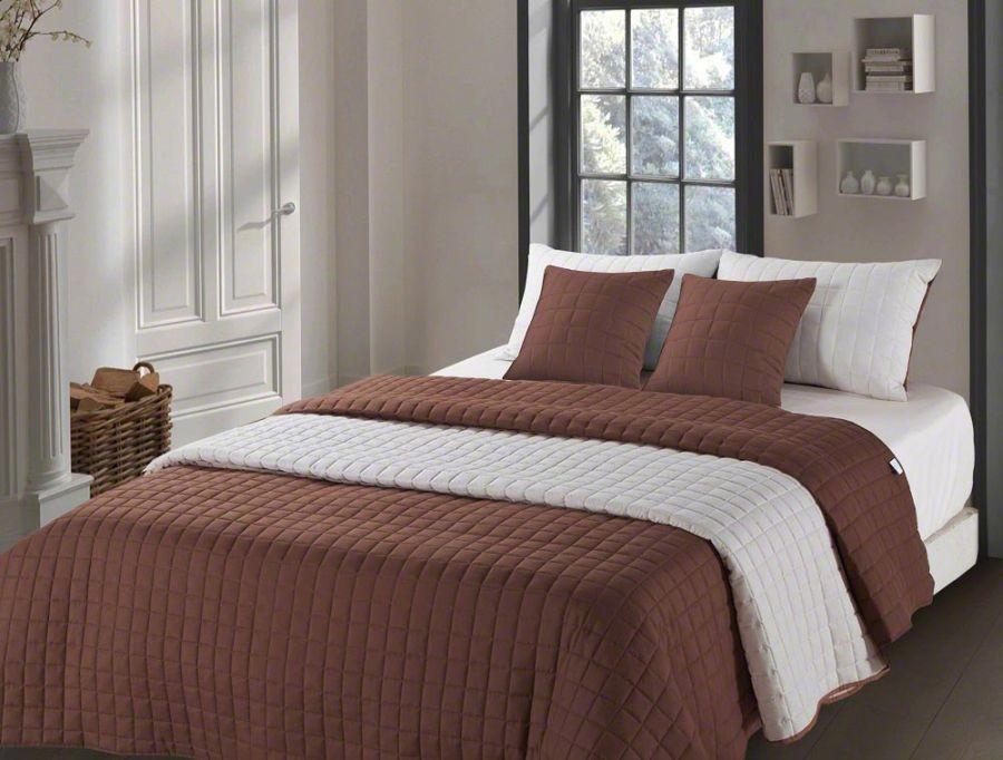 Světlé přehozy na postel