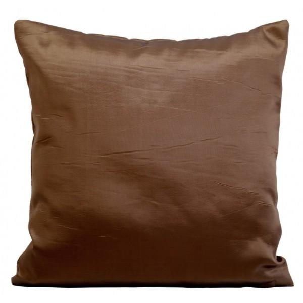 Lesklý dekorační povlak na polštářek hnědé barvy